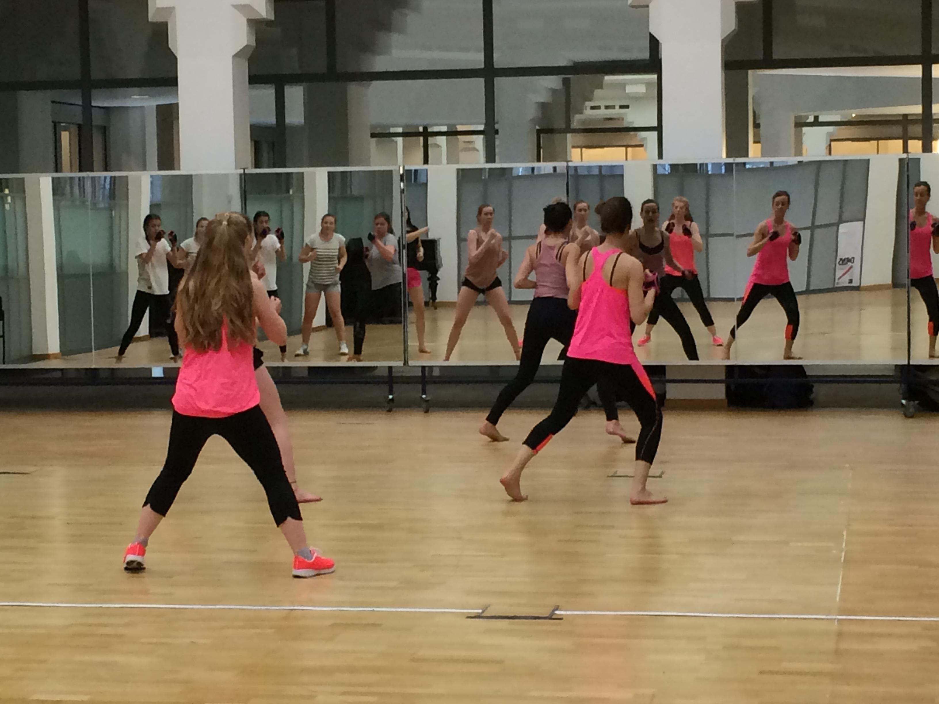 Dance lessen Den Haag - Hiphop, klassiek, streetdance, fit barre. Kids en jongeren.
